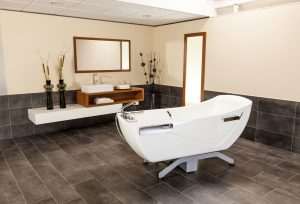 The modern and soft contours of the Avero Motion tub from MMS Medical allows it to integrate itself perfectly into the existing bathroom of any facility.